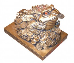 FengShui Frog -to bring monetary gain, wealth and good health. This mythical Frog is also said to protect against misfortunes, drive away evil and also protect wealth.