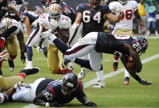 Houston Texans running back Steve Slaton (20) dives into the end zone for a touchdown against the San Francisco 49ers in the first quarter of an NFL football game Sunday, Oct. 25, 2009, in Houston. (AP Photo/Dave Einsel)
