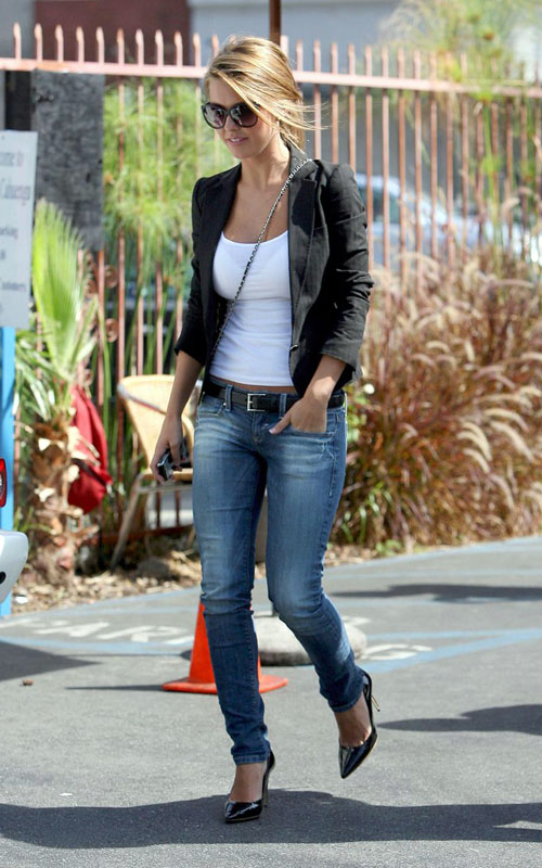 Audrina Patridge in tight jeans and black pumps