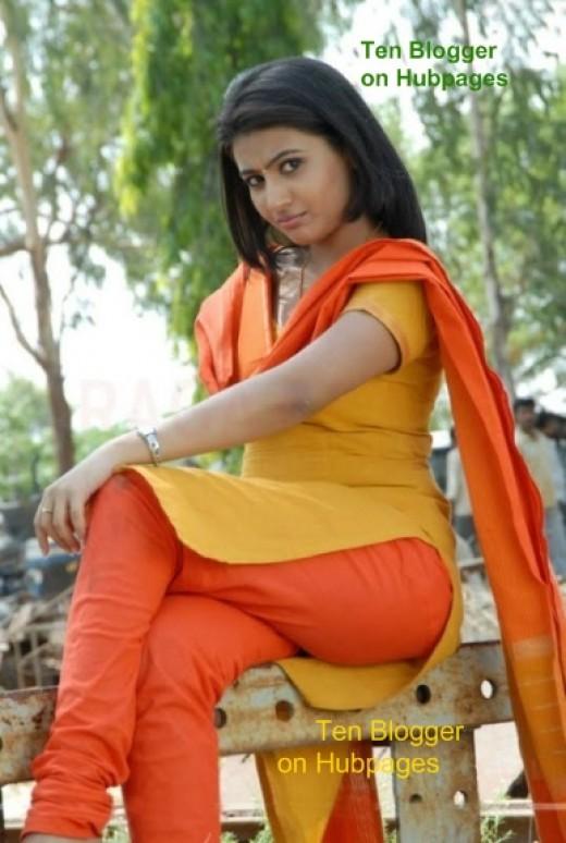 Aarthi in tight Salwar Kameez.