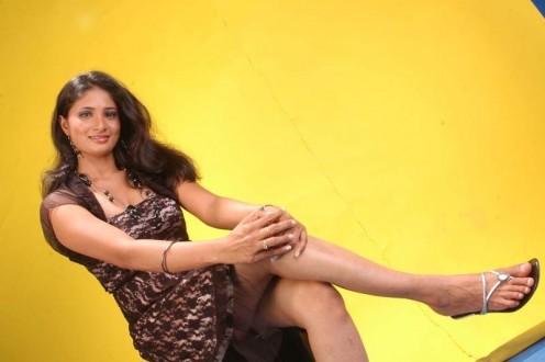 Ragini Dwivedi Hot Bikini Photos Image 6