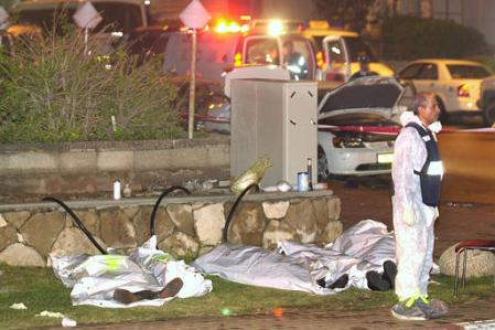 MUSLIM SUICIDE BOMBER KILLED 30 AND WOUNDED 140 DURING PASSOVER MEAL