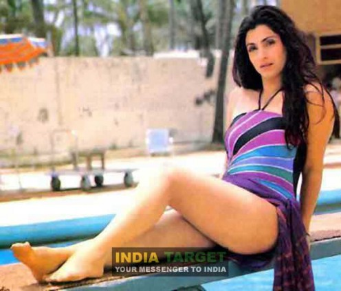 Old Hot Bollywood Actresses Bikini Videos and Photos Image 0