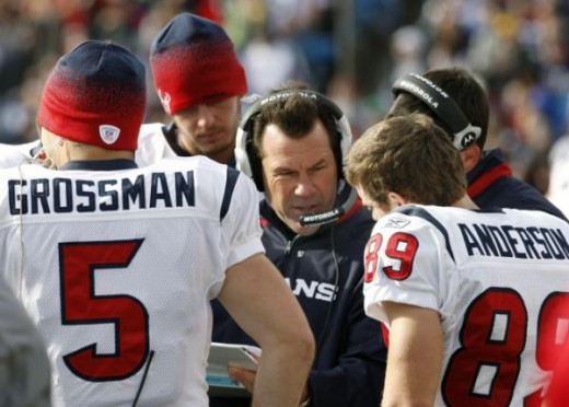 Houston Texans coach Gary Kubiak talks with Rex Grossman (5) and David Anderson (89) during the first half of the NFL football game in Orchard Park, N.Y., Sunday, Nov. 1, 2009. (AP Photo/David Duprey)