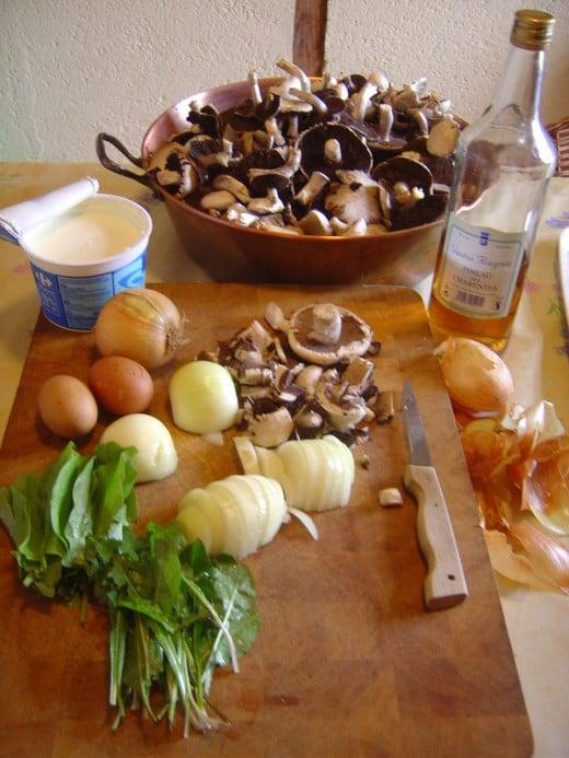 Ingredients for easy mushroom soup recipe