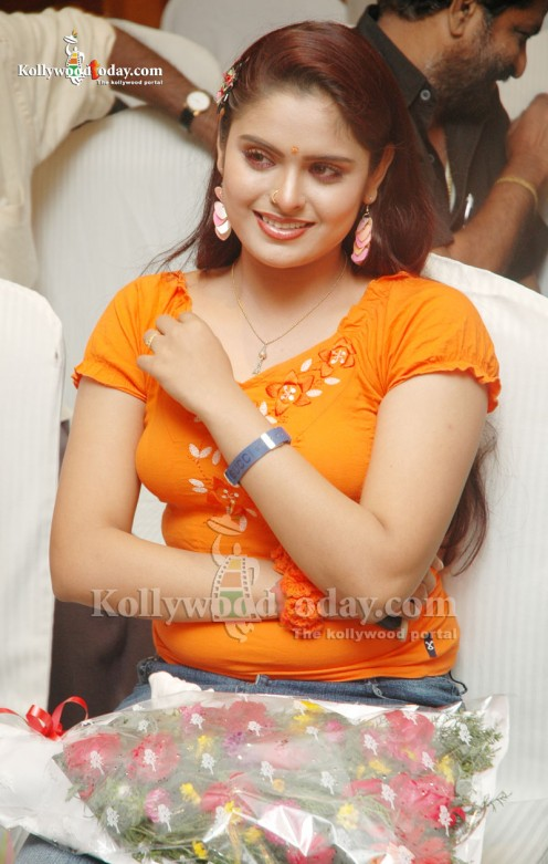 South India Very Sexy and Hot Figured Actress Sajitha Betti Celebrity Pics .