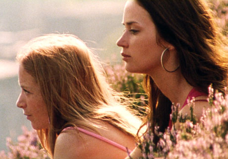 Mona (Natalie Press) left, Tamsin (Emily Blunt) right.