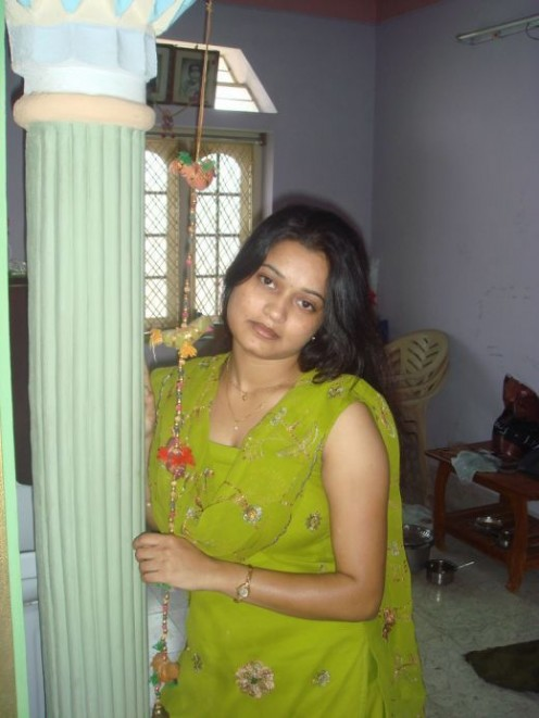 Real Life Photos of Hot Indian Bhabhis Image 9