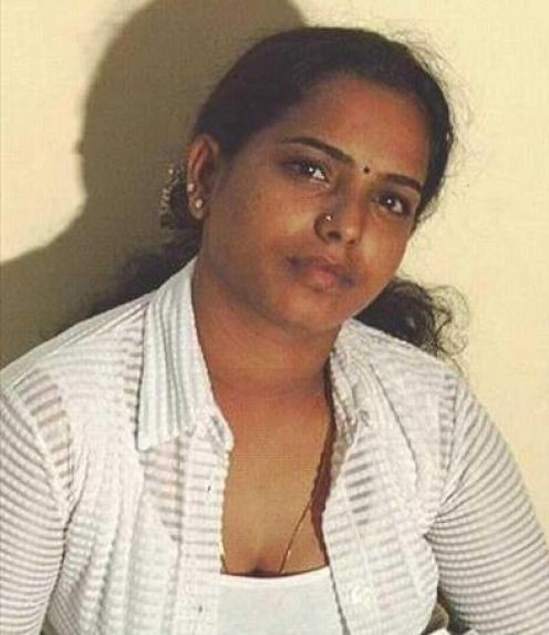 NRI Aunties and Girls Spicy Gallery