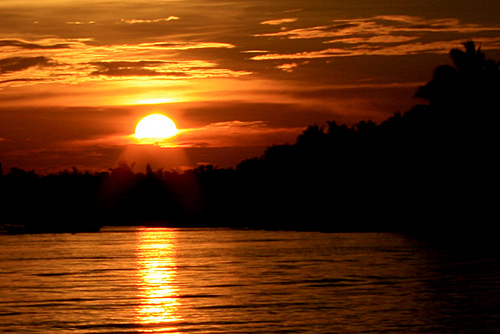 a very romantic sunset at Bantayan island     (source:http://www.flickr.com/photos/sanjah/2309801019/)