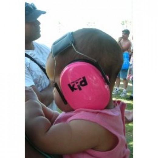 Kids earmuffs protect small ears