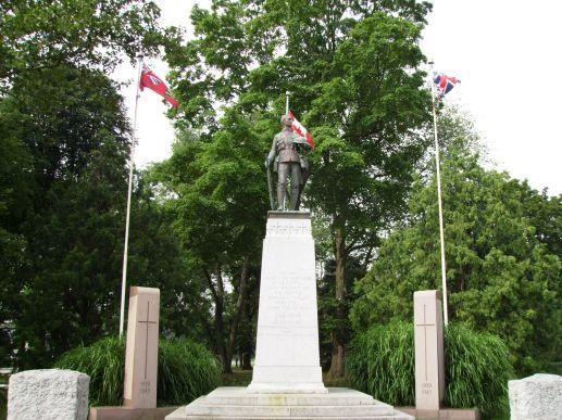 Monument in Niagara Falls, Ontario, Canada Honoring Canadian Soldiers who gave their lives in World War I and World War II