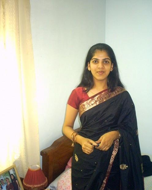 Tamil Hot Aunty Photos