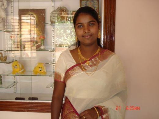 mallu hot aunty in saree photo