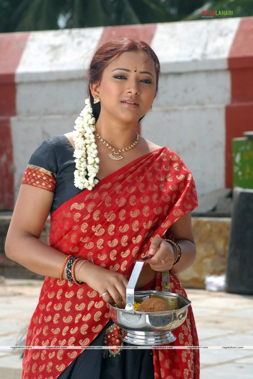 Swetha Basu Prasad Hot Photos Image 1