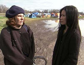 Lisa Ling chats with tent city resident.