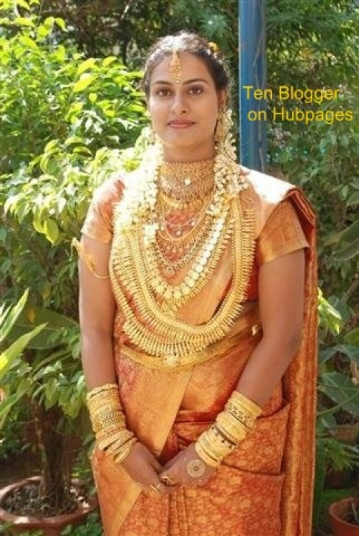 Bride showing gold Jewelry - Very nice and graceful bride