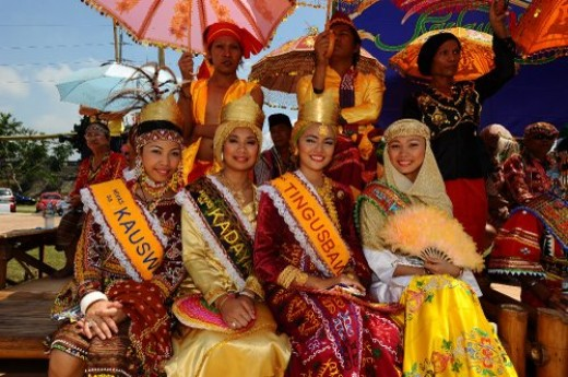 Winners of the Search of the Queen of Kadayawan.  Photo by kadayawan.com
