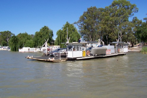 Ferry crossing at Mannum on the Murray River
