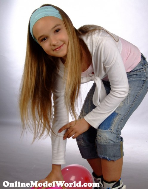 Model Addrinne from OnlineModelWorld.com