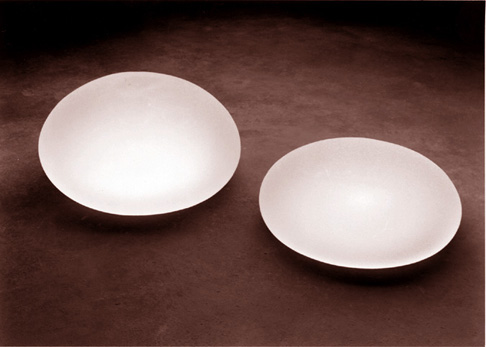 Saline filled silicone breast implants. Image credit Wikicommons.