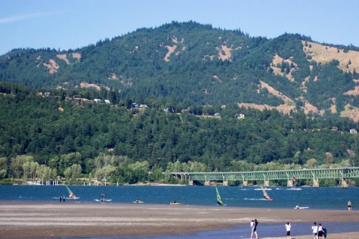 Hood River Oregon..windsurfing the mighty Columbia R.