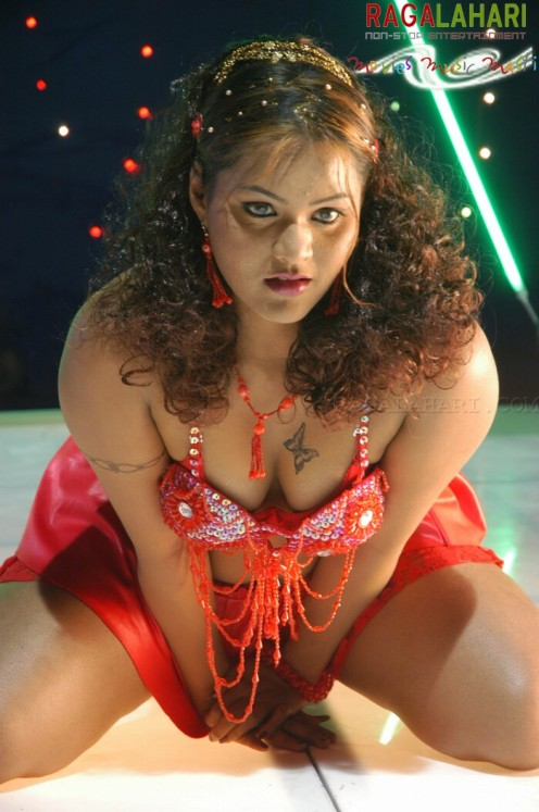 Bold Hot Telugu Film Item Girl Priya Sexy Cleavages Gallery Image 19