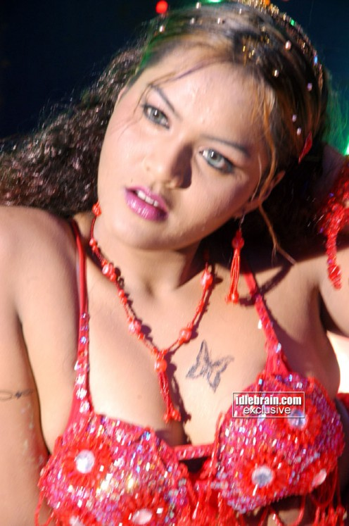 Bold Hot Telugu Film Item Girl Priya Sexy Cleavages Gallery Image 18