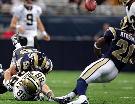 Rams #21 Atogwe recovers a fumble by Saints #88 Jeremy Shockey after he was hit by Rams #58 David Vobora in the first quarter (AP Photo/Jeff Roberson)
