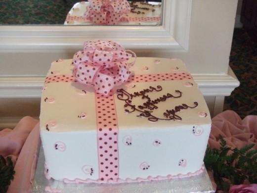 BRIDAL SHOWER CAKE Source BELLA M EVENTS