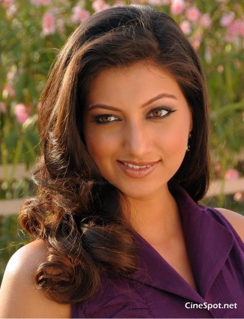 Hamsa Nandini (Malayalam TV Anchor )Sleevless dress hot s*xy Photos,,pics Gallery Image 18