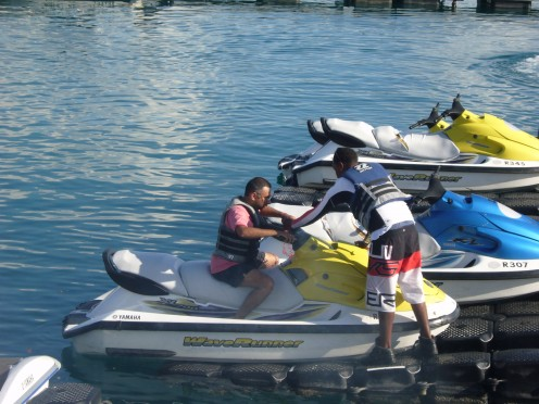8]Speed Boats on Hire for self Riding.