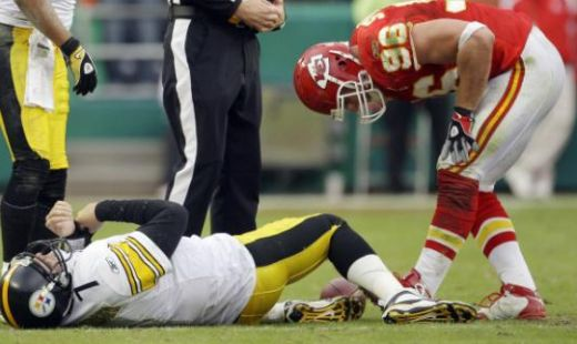 Pittsburgh Steelers quarterback Ben Roethlisberger (7) lies on the ground after being sacked by Kansas City Chiefs defensive end Andy Studebaker (96) during overtime of an NFL football game Sunday, Nov. 22, 2009, in Kansas City, Mo. The Chiefs won th