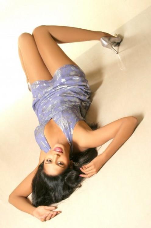 Bhairavi Goswami sexy legs