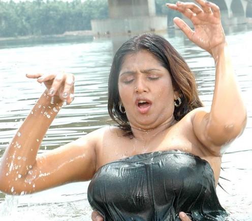 Hot Mallu Aunty Bathing