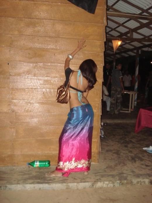 hot  desi babe back photos 1