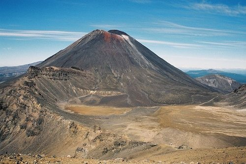 Mt Ngauruhoe, aka Mt Doom in LOTR And Yes it is active Photo:ultrahi