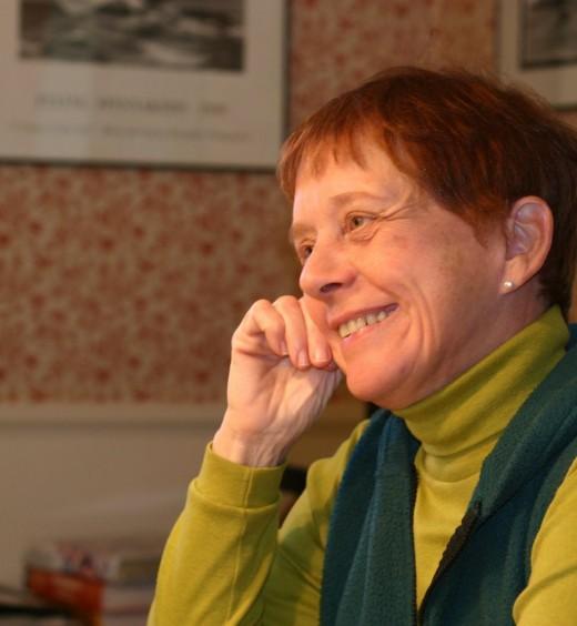 Diana, artist, smiling   deedsphoto