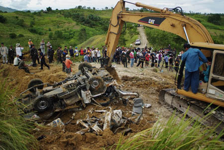 Retrieving the vehicles and corpses of the victims of political killings in Maguindanao Picture courtesy of english.people.com.cn