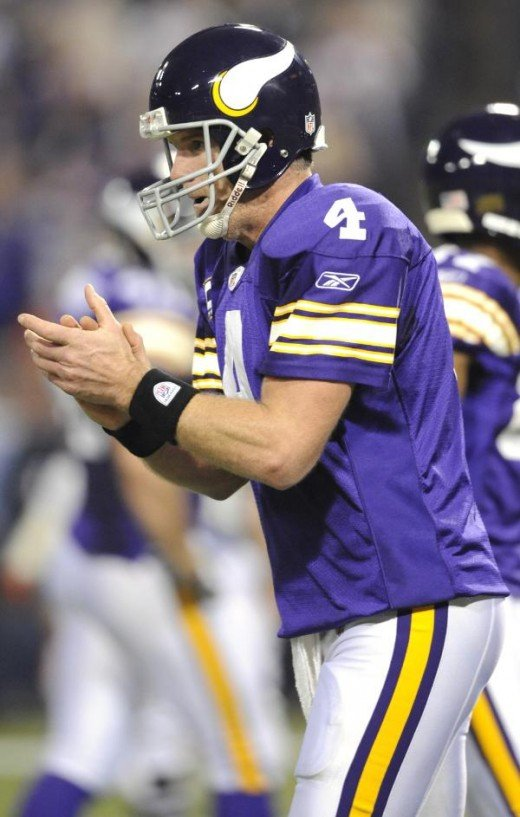 Brett Favre (4) celebrates after a touchdown during the second quarter (AP Photo/Hannah Foslien)