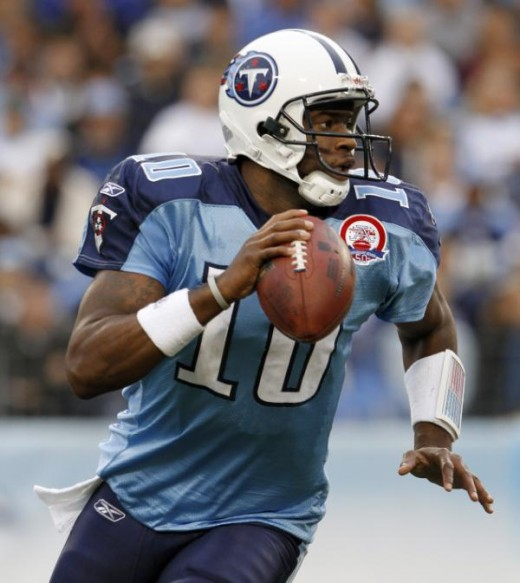 Tennessee Titans quarterback Vince Young looks for a receiver during the first quarter of an NFL football game against the Arizona Cardinals on Sunday, Nov. 29, 2009, in Nashville, Tenn. (AP Photo/Mark Humphrey)
