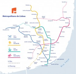 How does the metro/subway work in Lisbon?