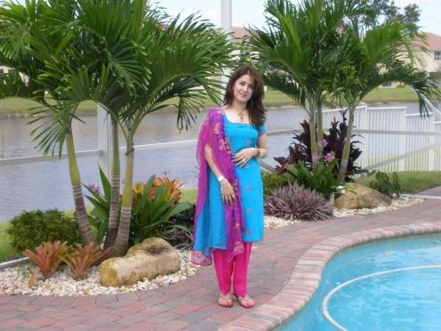 Gorgeous Pakistani Aunties 1 Image 8