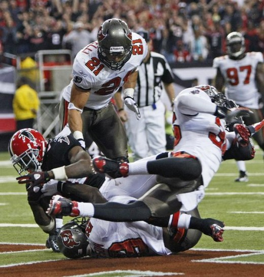 Roddy White catches the Go ahead Touchdown to win the game. AP Photo/Dave Martin