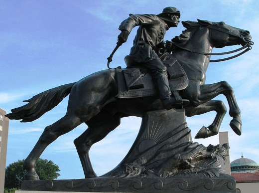 Pony Express Rider Statue in St Joseph. Creative Commons Wikimedia. Share Alike 2.5 licens.