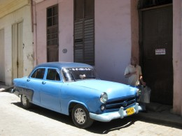 Classic car in Habana