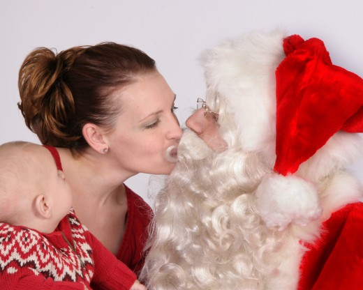 Isaw Mommy Kissing Santa Claus 38