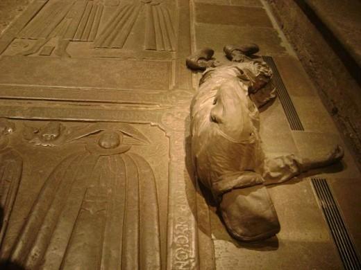 The sculpture of a sleeping man