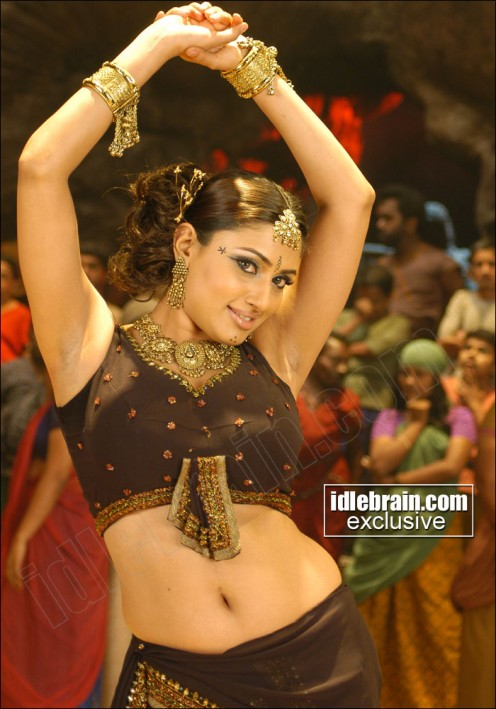 Hot Actress Malavika sexy Hot Pics and Videos