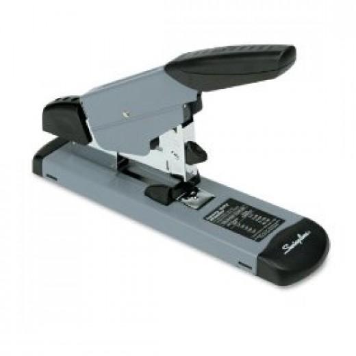 Heavy duty manual stapler